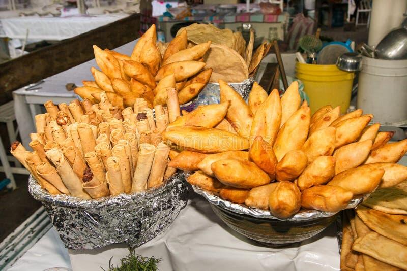 La comida mexicana deliciosa llamó taquitos y antojitos en la calle i imagen de archivo