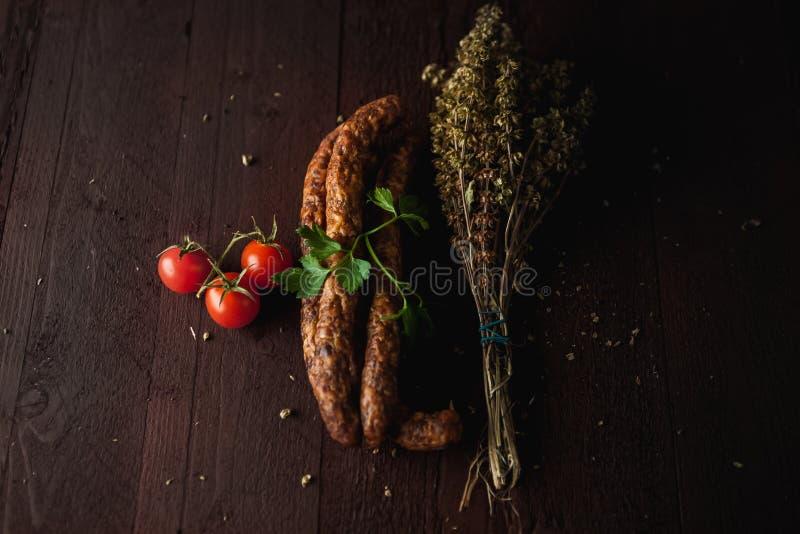 La comida simple tradicional puso con la carne y las verduras fotografía de archivo