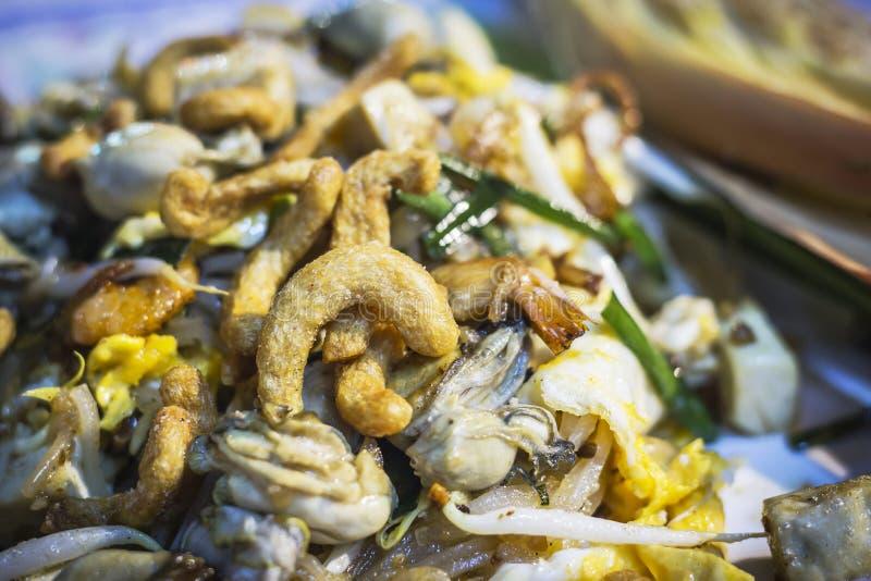 La comida tailandesa, rellena la ostra tailandesa, tallarines del sofrito fotografía de archivo