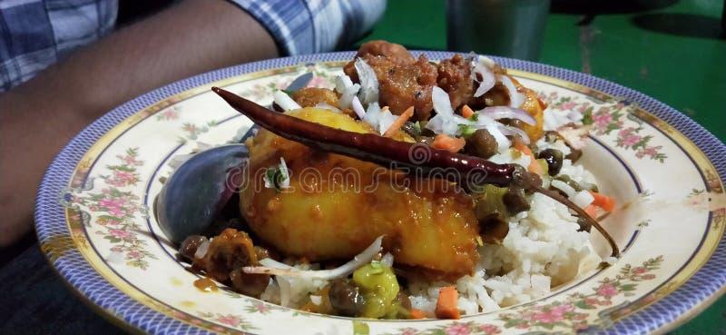 La comida tradicional en Bangladesh es de origen blanco imagenes de archivo
