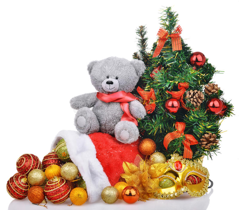 La composición con el árbol de navidad del oso de peluche y Papá Noel empaquetan foto de archivo libre de regalías