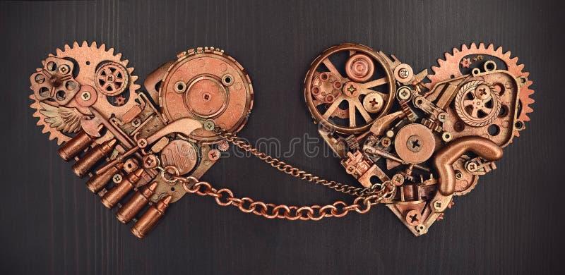 La composition de deux a enchaîné des coeurs rassemblés de différentes pièces mécaniques photographie stock