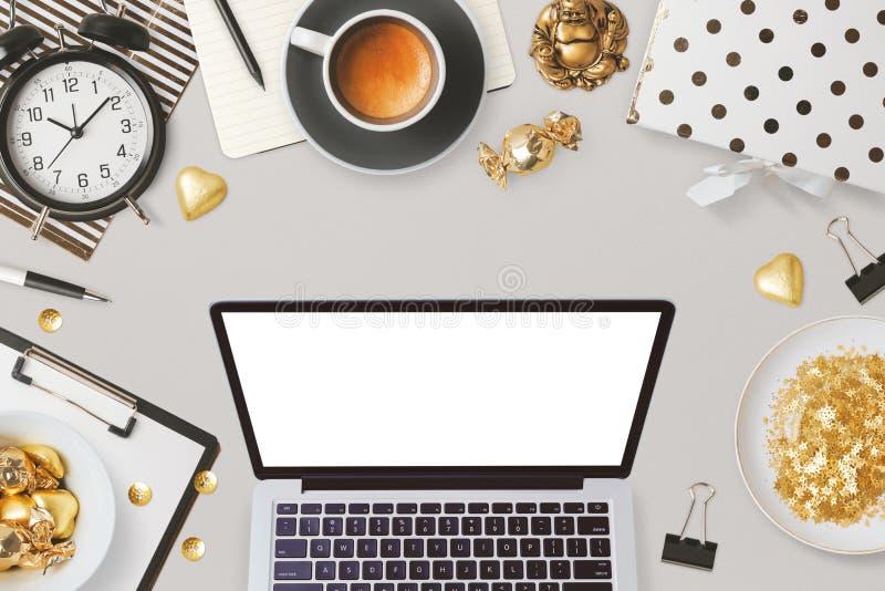La conception d'en-tête de site Web avec l'ordinateur portable et les affaires féminines de charme objecte photos libres de droits