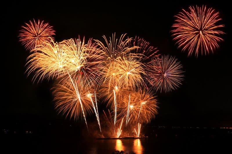 La concorrenza internazionale annuale dei fuochi d'artificio di Pattaya fotografie stock