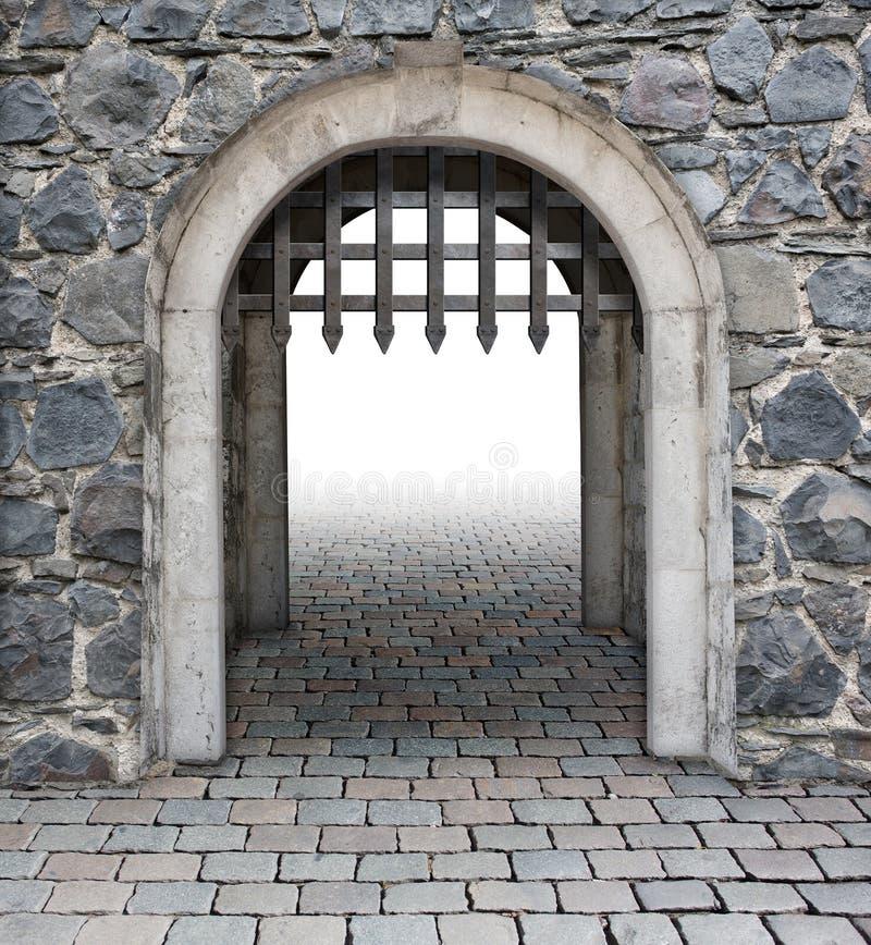 La conduttura medievale del castello entra immagine stock libera da diritti