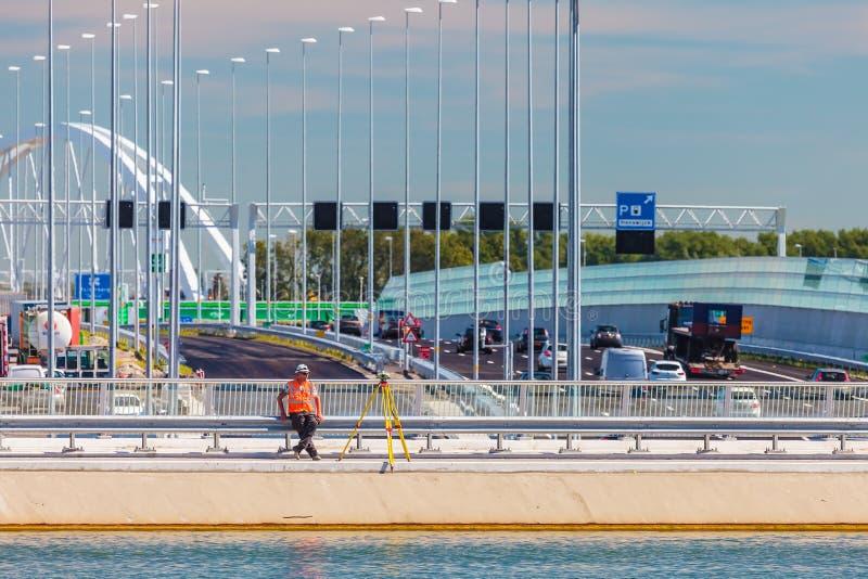 La construcción de la nueva carretera principal holandesa A1 y la travesía riegan foto de archivo
