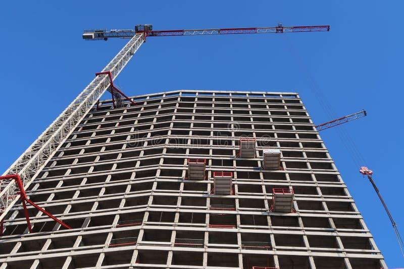 La construcción de la torre de Amberes un rascacielos con los apartamentos que son construidos en el centro de foto de archivo libre de regalías
