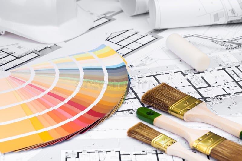 La construcción planea con el blanqueo de las herramientas y de la paleta de colores imagenes de archivo