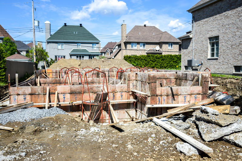 La construction d'une maison chère photographie stock