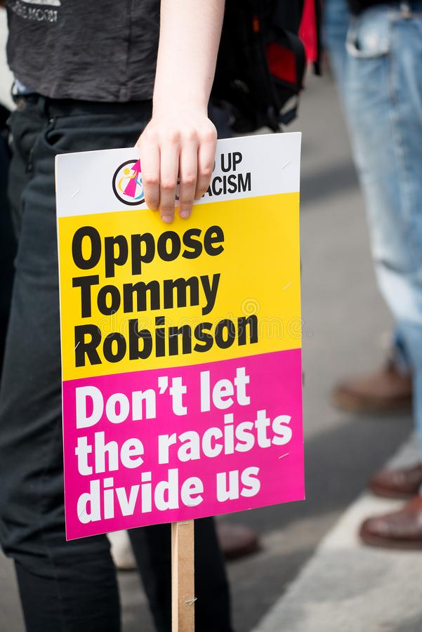 la Contador-versión parcial de programa del grupo de presión une contra fascismo en Whitehall, Londres, Reino Unido imagen de archivo