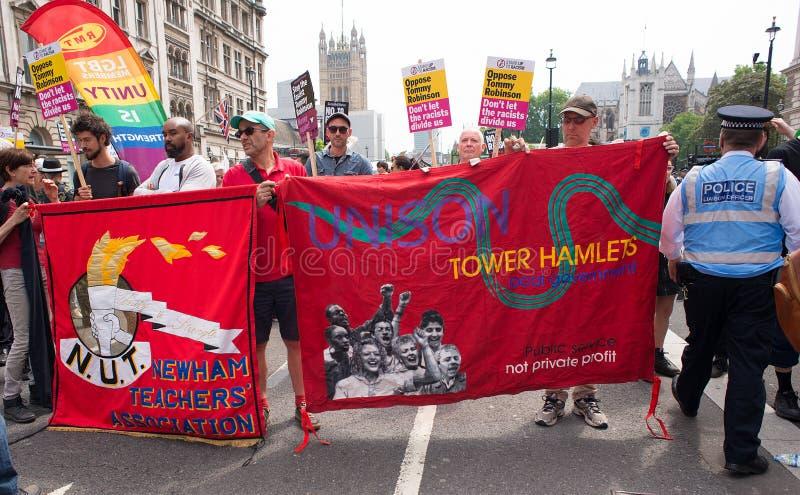 la Contador-versión parcial de programa del grupo de presión une contra fascismo en Whitehall, Londres, Reino Unido imagen de archivo libre de regalías