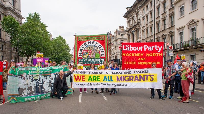 la Contador-versión parcial de programa del grupo de presión une contra fascismo en Whitehall, Londres, Reino Unido imagenes de archivo