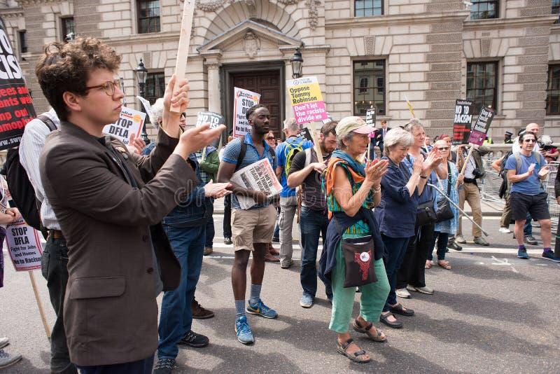 la Contador-versión parcial de programa del grupo de presión une contra fascismo en Whitehall, Londres, Reino Unido imágenes de archivo libres de regalías