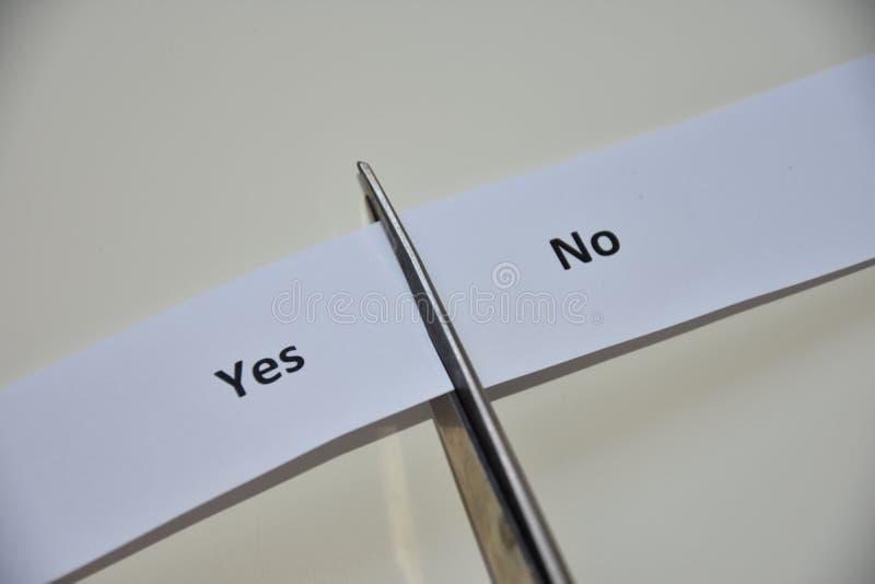La contradiction entre le consentement et la négation photo stock