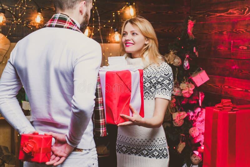 La coppia di Natale innamorata Amabile coppia felice Felicità immagini stock libere da diritti