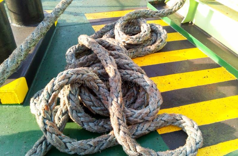 La corda del mare sulla piattaforma del fotografia stock libera da diritti