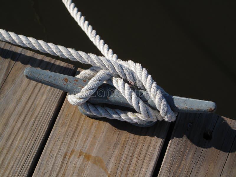 La corda di barca lega giù immagini stock libere da diritti