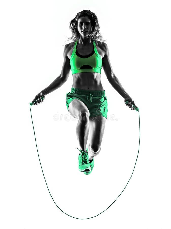 La corde à sauter de forme physique de femme exerce la silhouette images stock