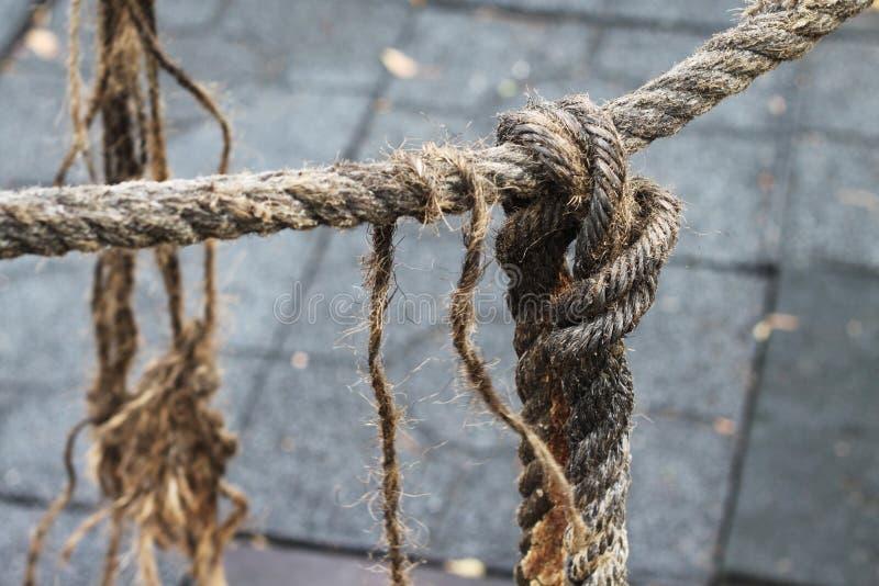 La corde desserrent le noeud photographie stock