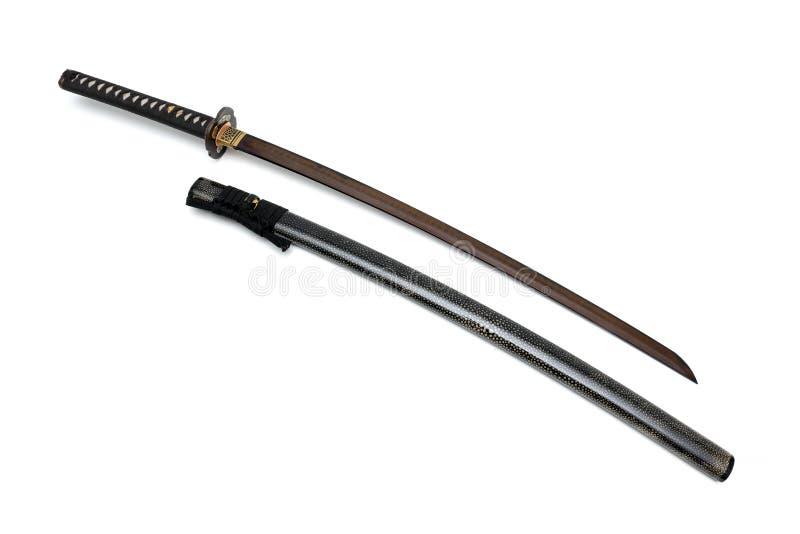 La corde japonaise de noir d'?p?e de lame rouge avec la peau brillante de rayon a envelopp? la gaine image stock