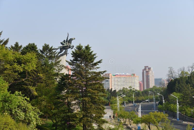 La COREA DEL NORD, Pyongyang Vista della città dalla collina di Mansu immagine stock
