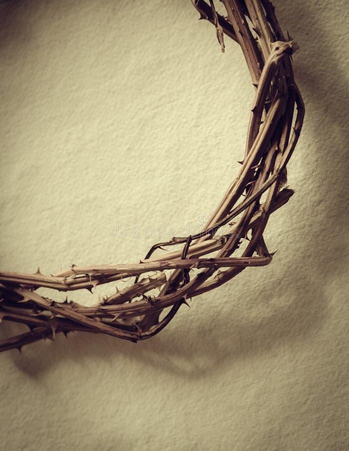 La corona de espinas representa la crucifixión del ` s de Jesús fotos de archivo