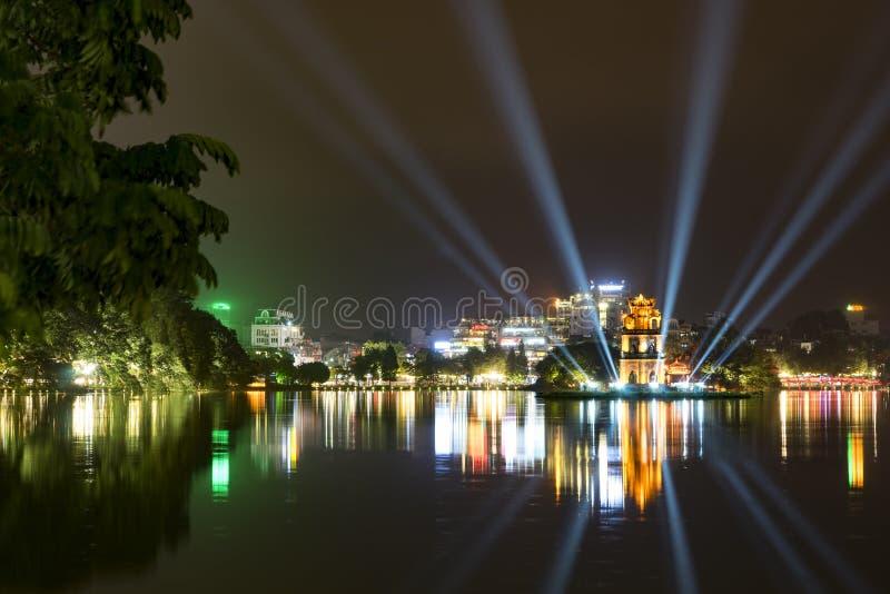 La corona de luces en el lago sword, Hanoi, Vienam imagen de archivo libre de regalías
