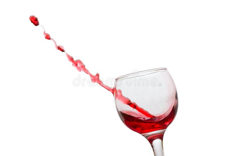 La corrente di vino rosso è sembrato volare fuori perforando un vetro fotografia stock libera da diritti