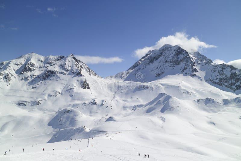 La corsa con gli sci e lo snowboard in Paradiski, Les si arca, franco fotografie stock libere da diritti