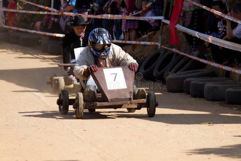 La corsa di legno del carrello. fotografie stock