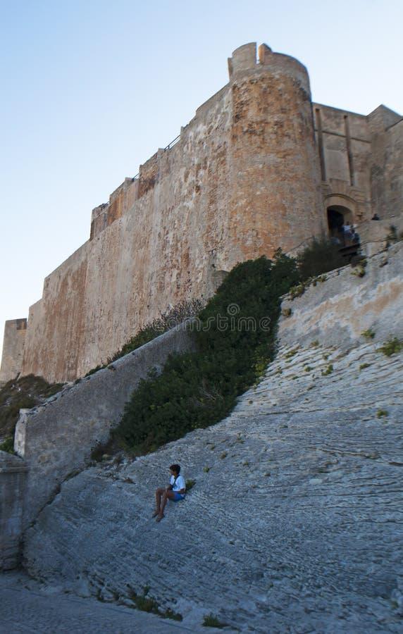 La Corse, Bonifacio, horizon, citadelle, vieille ville, détroit de Bonifacio, méditerranéen, chaux, falaise, roches, Bouches de B image libre de droits