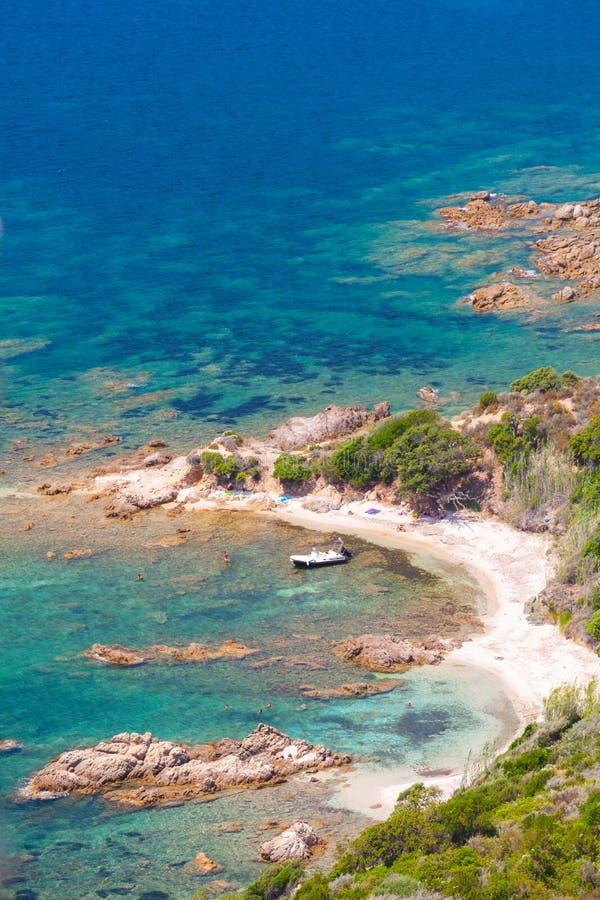 La Corsica, golfo di Cupabia Paesaggio costiero verticale immagini stock