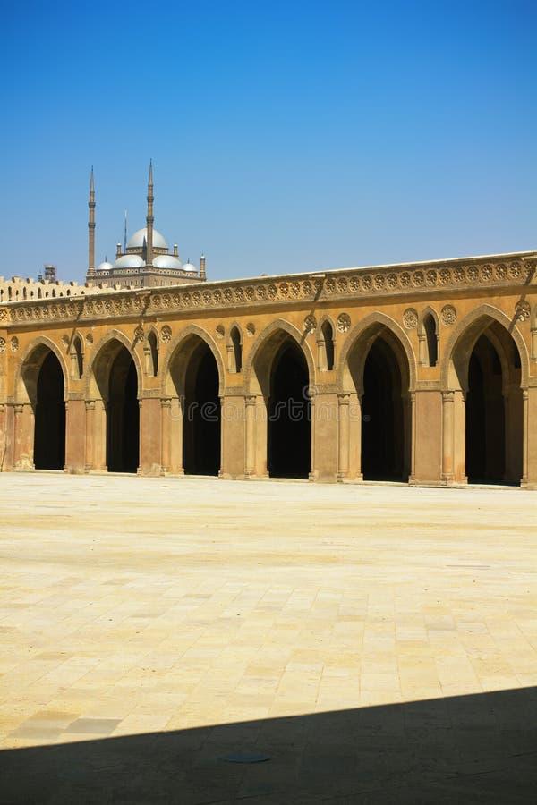 La corte principal de la mezquita de Ibn Tulun en El Cairo fotografía de archivo