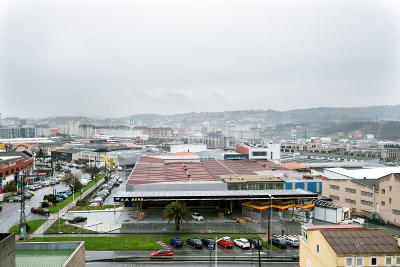 La Coruna, Galicia, Spanien mars 6, 2016 Sikt av ett industriellt e arkivbild