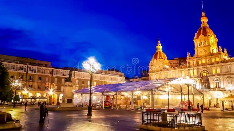 La Coruna i nattetiden royaltyfria bilder