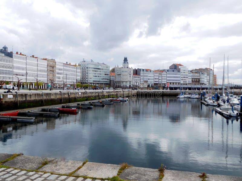 La Coruna-Kreuzschiffe koppeln in Porto DA Coruna an stockfoto