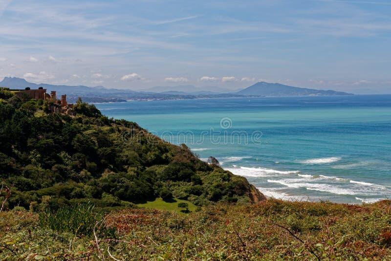 La costa atlantica di paga basco, vicino a Bidart, la Francia fotografia stock