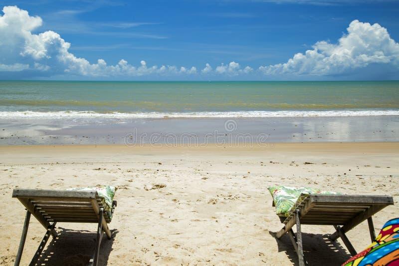 La costa brasiliana della spiaggia un giorno soleggiato in Barra fa Cahy, Bahia, Br immagini stock libere da diritti