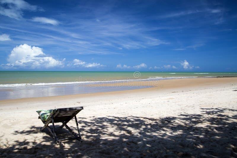 La costa brasiliana della spiaggia un giorno soleggiato in Barra fa Cahy, Bahia, Br fotografia stock libera da diritti