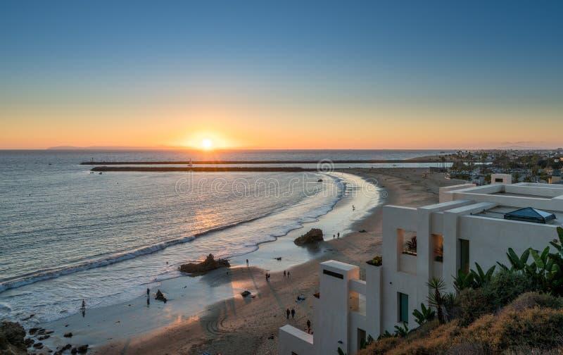 La costa de lujo se dirige en Corona del Mar cerca de la playa de Newport fotos de archivo libres de regalías