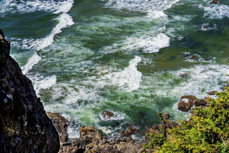 La costa costa de la playa agita el Océano Pacífico Florence Oregon foto de archivo