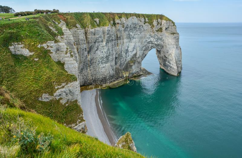 La costa del alabastro de Etretat, Normandía, Francia foto de archivo