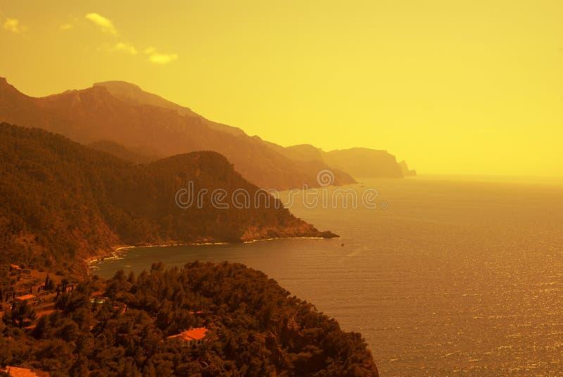 La costa del mar Mediterráneo fotografía de archivo libre de regalías