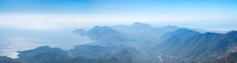 La costa del mar Mediterr?neo foto de archivo libre de regalías