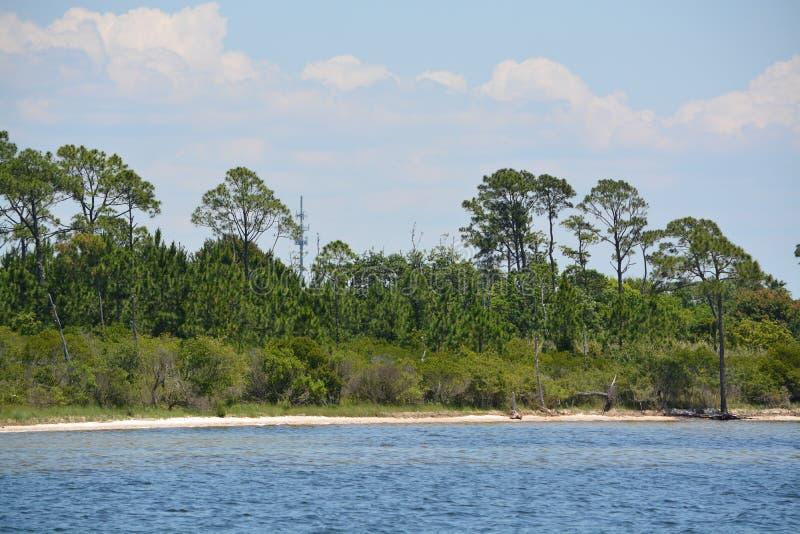 La costa della brezza del golfo in Santa Rosa County Florida sul golfo del Messico, U.S.A. fotografie stock
