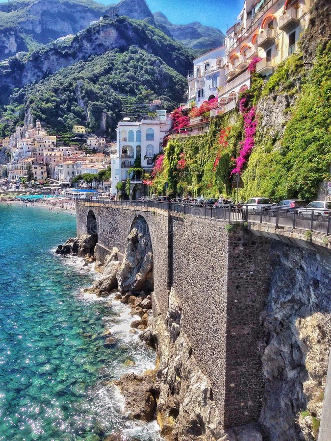 La costa di Amalifi, città di Amalfi fotografia stock