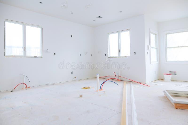 la costruzione è una nuova casa per la costruzione interna dell'installazione di alloggio fotografie stock
