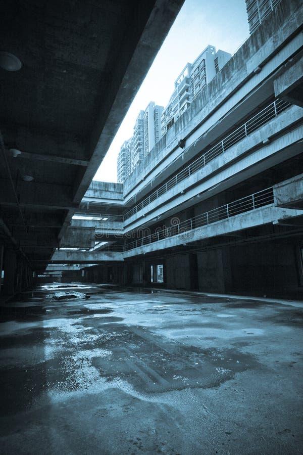 La costruzione abbandonata della città fotografia stock
