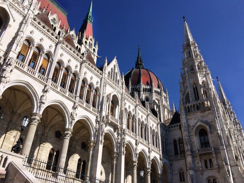 La costruzione del Parlamento ungherese a Budapest fotografie stock