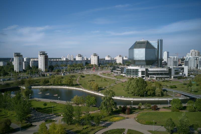 La costruzione della biblioteca nazionale a Minsk, Bielorussia immagini stock